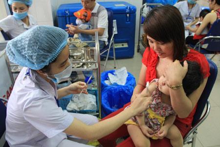 15/9: Bắt đầu chiến dịch tiêm miễn phí vắc xin sởi-rubella lớn nhất VN